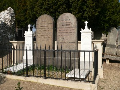 1821 ans une jeune gothique en chaleur fantasme et se touche - 5 1